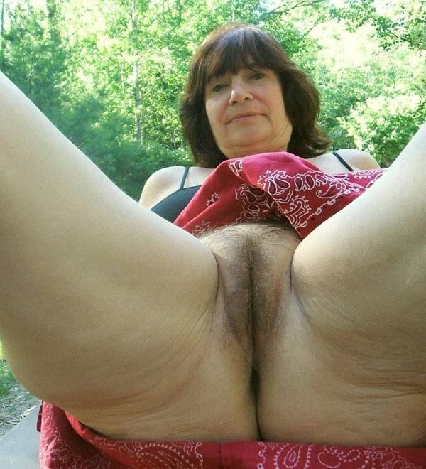 Порно фото под юбкой у тещи