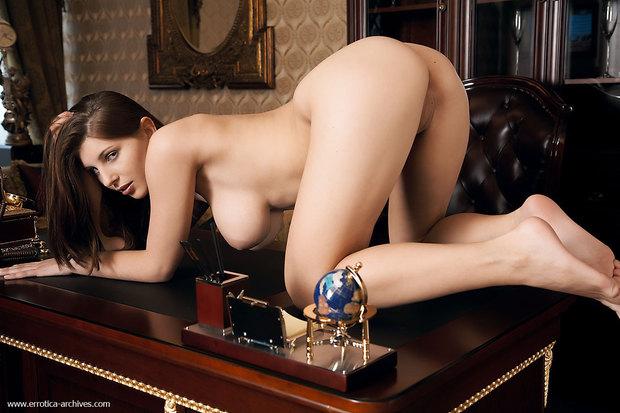 галереи голые девушки фото