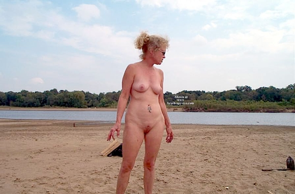 Cunts on Beach - The mature beach girls here are absolutely gorgeous - so natural and relatively untouched by the sights!; Amateur Beach