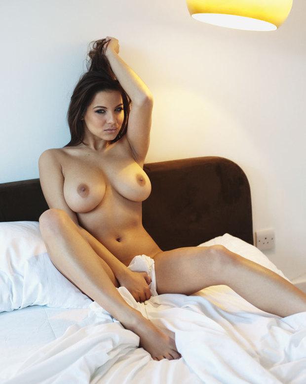 ...; Babe Big Tits Brunette
